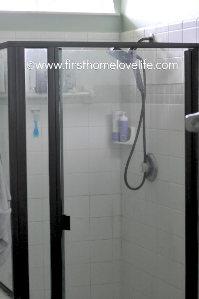 Give your outdated shower enclosure an instant update by using spray paint! You won't believe this HUGE transformation for a small amount of money! #DIY #bathrooms #spraypaint #homeimprovement #tipsandtricks #cheapDIY