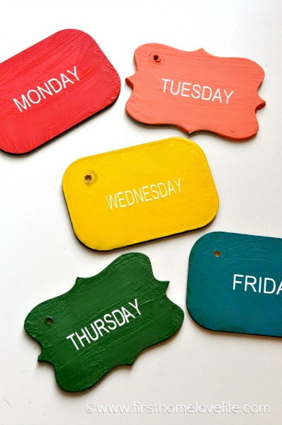 wood week day tags