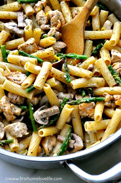 easy one pot pasta dish via www.firsthomelovelife.com