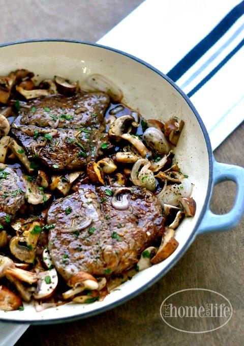 delicious sirloin steak recipe via firsthomelovelife.com