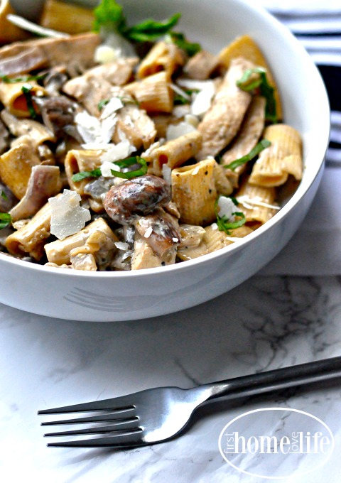 easy-dinner-recipe-creamy-chicken-marsala-mushroom-pasta-via-www-firsthomelovelife-com