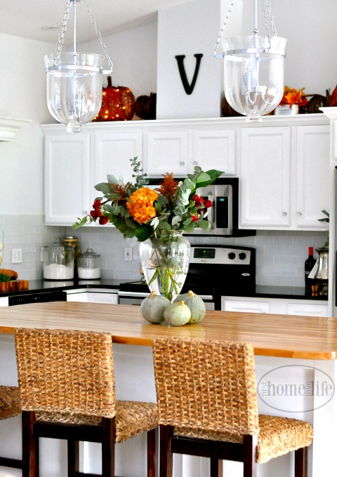 beautiful-white-kitchen-decorated-for-fall-via-firsthomelovelife-com