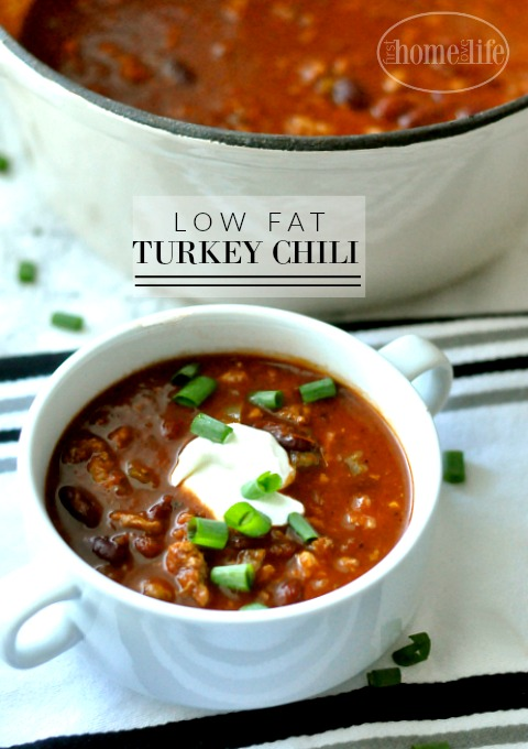 This low fat turkey chili recipe is a great staple to add to your dinner rotation! via firsthomelovelife.com