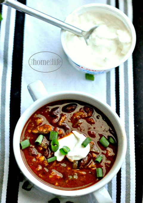 easy-low-fat-turkey-chili-recipe-via-firsthomelovelife-com