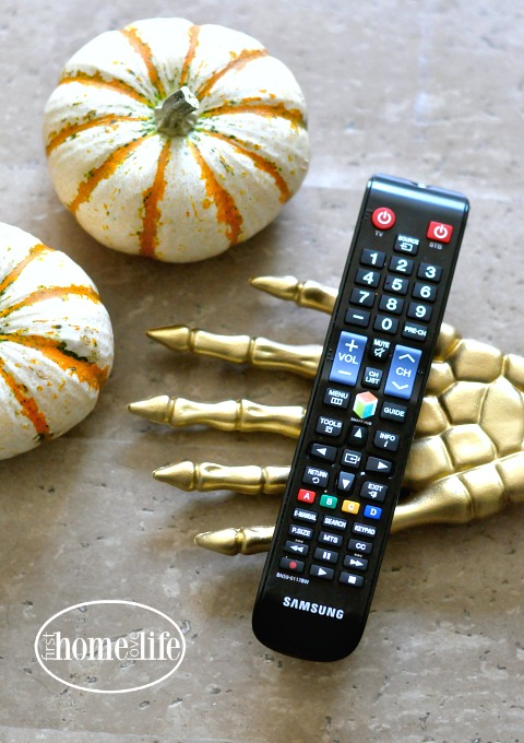 gold-skeleton-hand-halloween-decoration-via-firsthomelovelife-com
