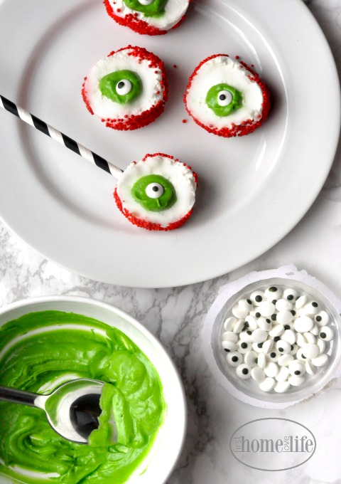 how to make marshmallow eyeballs via firsthomelovelife.com