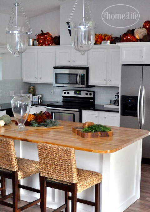 how-to-stage-a-white-kitchen-for-fall-via-firsthomelovelife-com