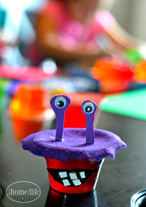 purple-people-eater-monster-jello-cup-halloween-craft-via-www-firsthomelovelife-com