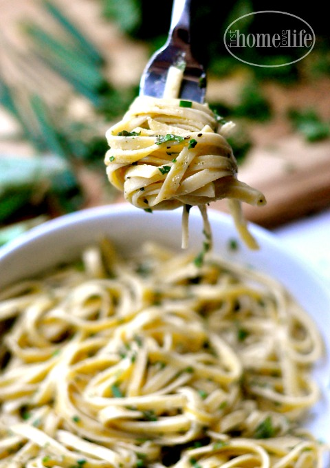 the-best-fettuccine-alfredo-recipe-with-lots-of-fresh-chopped-herbs-via-firsthomelovelife-com