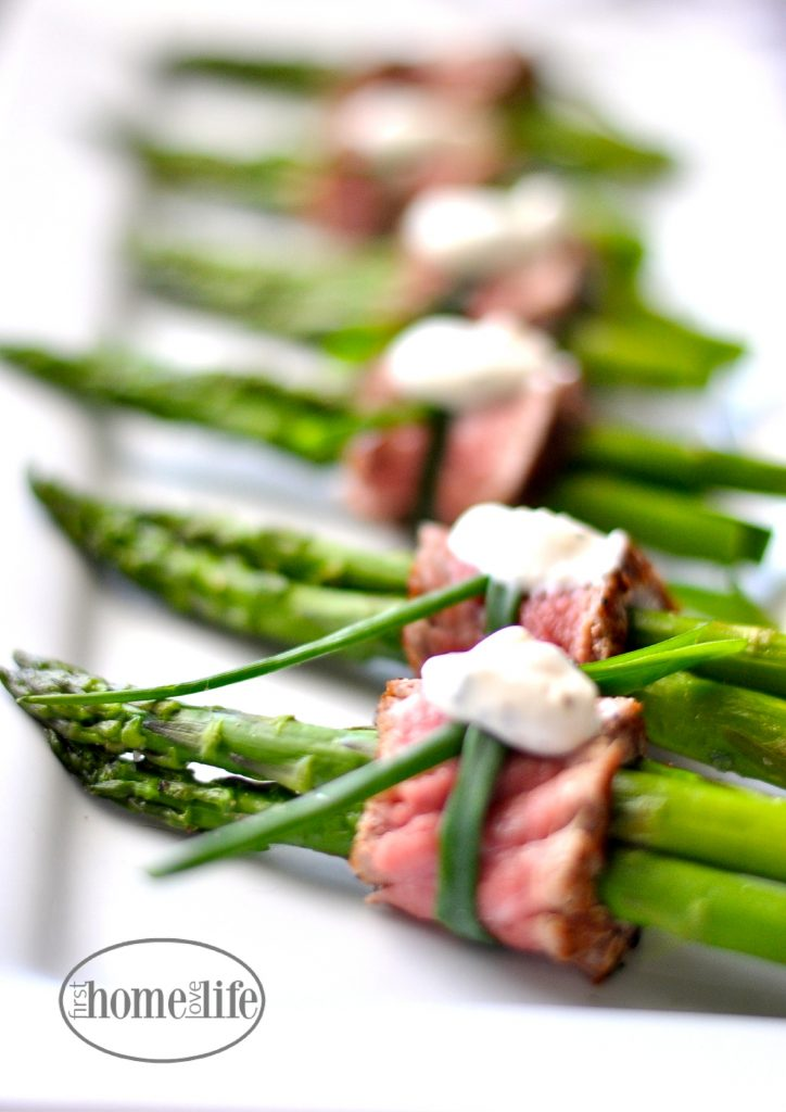 filet wrapped asparagus appetizer | perfect finger food for the holidays via firsthomelovelife.com