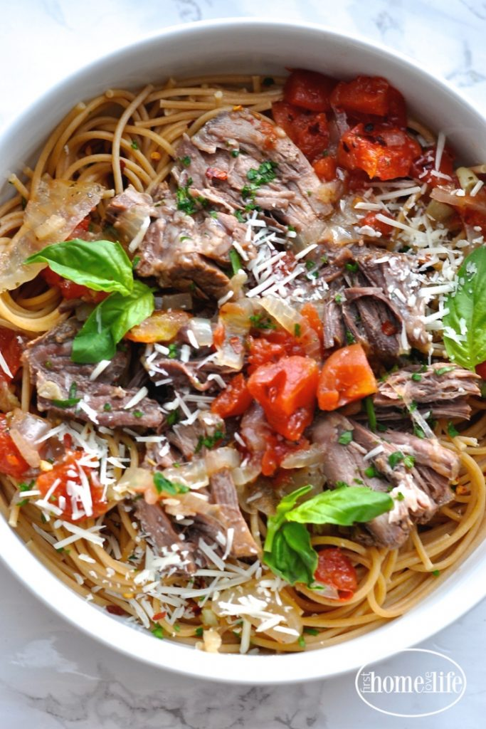 italian style pot roast with spaghetti is an easy meal that feeds a lot of people for very little money! via firsthomelovelife.com