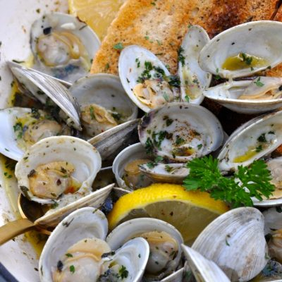 Lemon Garlic Champagne Clams